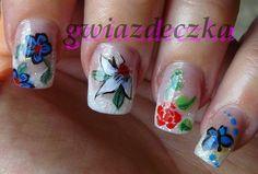 Paznokcie żelowe z kwiatkami pomalowanymi farbkami akrylowymi http://esteraowczarz.blogspot.com/2014/04/paznokcie-kilka-cwiczen-wzorkow.html