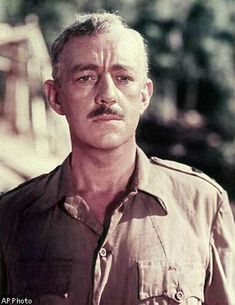 """Alec Guinness in director David Lean's """"The Bridge On The River Kwai"""". Oscar Movies, Iconic Movies, New Movies, Good Movies, Martin Scorsese, Stanley Kubrick, Alfred Hitchcock, Classic Hollywood, Old Hollywood"""