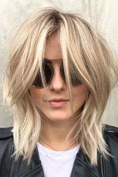 Bob Hairstyles To Give You All The Short Hair Inspo Die moderne Shag-Bob-Frisur von Julianne Hough Medium Shag Haircuts, Modern Haircuts, Modern Shag Haircut, The Shag Haircut, Shaggy Haircuts, Blunt Haircut Medium, Page Haircut, Lob Haircut With Bangs, Haircut Bob