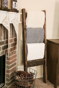 Blanket Ladder -Home Decor - would love to have something like this in the living room! Perfect for a family room, or in a large bathroom with towels Home Improvement, Wooden Diy, Decor, Diy Decor, Diy Home Decor, Home Diy, Diy Furniture, Wooden Blanket Ladder, Wood Projects