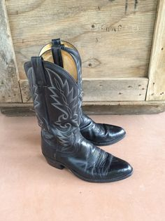 Women's size 8.5 D wide fits up to 9 vintage Dan by romaarellano