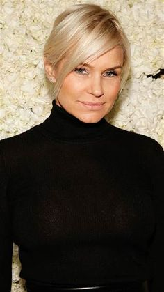 Yolanda Foster is definitely one of the most interesting people in the entire Real Housewives franchise, and being on the show did not make her who she is today. Yolanda Foster of Real Housewives of Beverly Hills is my personal favorite Housewife… Saturday Night Live, Justin Bieber, Breast Implant Illness, Yolanda Foster, Housewives Of Beverly Hills, New Haircuts, Real Housewives, Celebrity Gossip, Cute Hairstyles