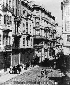 Street in Beyoğlu,Abdullah Freres, Istanbul, 1820-1918, US Library of Congress.