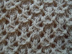 My friend Aubrey got me some yarn and bamboo knitting needles from China, so I used them and this stitch to make a light-weight infinity scarf. Knitting Stiches, Crochet Stitches Patterns, Easy Knitting, Stitch Patterns, Knitting Patterns, Knit Stitches, Knit World, Bamboo Knitting Needles, Knit Basket