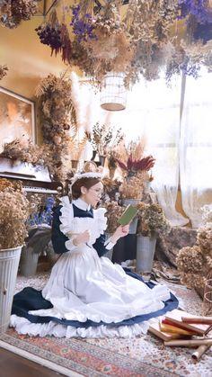"sayu on Twitter: ""Emma - A Victorian Romance Emma/sayu Photo/Michael #emmaavictorianromance #morikaoru #Victorian #cosplay #エマ… "" Steampunk Cosplay, Steampunk Fashion, Victorian Fashion, Maid Outfit, Maid Dress, Victorian Maid, Rose Hall, Staff Uniforms, Maid Cosplay"