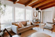 Take a Tour of the Midcentury Modern Home of Your Dreams Living Room Redo, Home Living Room, Living Spaces, Bungalow Renovation, T Home, Cool Rooms, Midcentury Modern, Interior Styling, Diy Home Decor