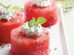 Saturday Evening Appetizers and Drinks :: Herbed Goat Cheese Melon Party Bites No Cook Appetizers, Appetizers For Party, Appetizer Recipes, Party Snacks, Cheese Appetizers, Watermelon Recipes, Watermelon Salad, Le Diner, Appetisers