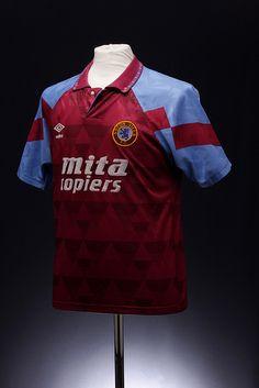 Aston Villa Football Shirt (1990-1992, home)