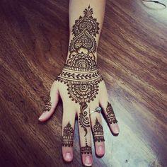 "shhhdontsaymyname: "" My Eid henna "" flawless"