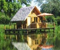 Cabanes lacustres situées à Poil #Morvan #Bourgogne, pour un séjour en pleine nature