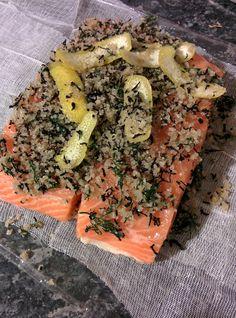 gravlax de saumon pavé de saumon avec la peau  600g gros sel marin  4 càs sucre blanc en poudre  4 càs thé fumé (lapsang soughong)  2 càs rhum brun  1 càs zeste d'1 citron jaune  aneth ciselée : une poignée
