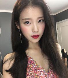 iu and lee jieun image Iu Twitter, Korean Girl, Asian Girl, Lee Hi, Kim Chungha, Kim Hyuna, Korean Actresses, Ulzzang Girl, Korean Singer