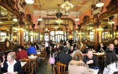 Portugal, un destino para amantes del buen café - via EfeTur 29.04.2015 | Precio, variedad y cuidada preparación convierten al café servido en Portugal en uno de los productos más atractivos, y menos conocidos, de su gastronomía, a la altura del famoso bacalao y el tradicional pastel de nata de Belém.