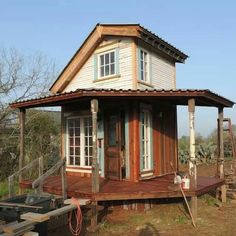 Rustic tiny house / The Green Life Entirely made of salvaged materials. Pretty wrap around porch. Tiny Texas Houses, Tiny House Cabin, Tiny House Living, Tiny House Design, Home Design, Design Ideas, Eco Construction, Upstairs Loft, Small Buildings