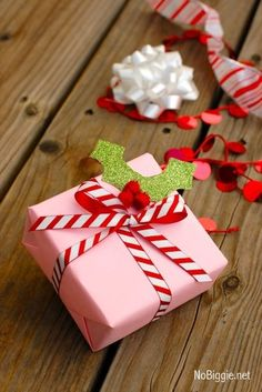 15 Elegant Christmas gift wrapping ideas that will charm your family and friends. 15 Creative Christmas gift wrapping ideas family and friends will love Creative Christmas Gifts, Christmas Gift Wrapping, Holiday Gifts, Holiday Candy, Santa Gifts, Elegant Christmas, Christmas Diy, Christmas Items, Creative Gift Wrapping