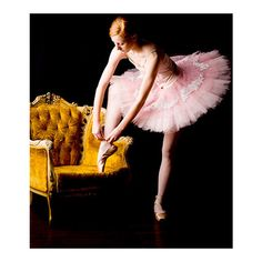 Pretty in Pale (csebastian: ballerina, ballet, pink tutu, golden...) ❤ liked on Polyvore featuring dance, ballet, backgrounds, models and pictures