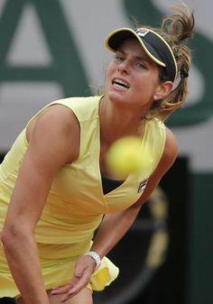 5/28/15 Julia #Goerges def. Caroline #Wozniacki 6-4 7-6 in the 2nd rd. #RG15 #RolandGarros