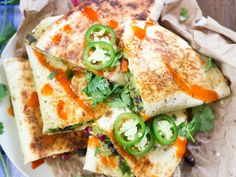 Crispy on the outside, stuffed with creamy avocado and flavor-packed veggies, these dairy-free, fully loaded avocado quesadillas are sure to be a hit! Vegan Breakfast Recipes, Vegetarian Recipes, Healthy Recipes, Avocado Recipes, Vegan Meals, Vegetarian Tamales, Yummy Recipes, Savoury Recipes, Vegan Foods