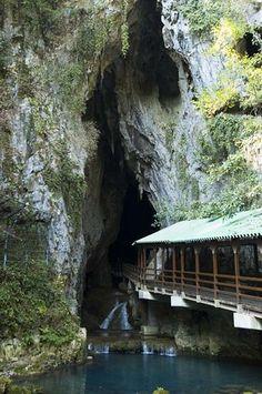 Akiyoshi-do cave, Yamaguchi, Japan, 2006 by asiabytes, via Flickr