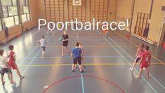Poortbalrace in de gymles! Leuke estafette van De Spelles - www.despelles.nl School Fun, News Games, Physical Education, Volleyball, Physics, Basketball Court, Classroom, Teaching, Workout