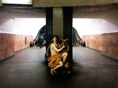 Ukrainian art director Alexey Kondakov, who inserts the characters from the masterpieces of classical painting in the streets of Kiev, from Caravaggio to Nicolas Regnier through Francesco Furini