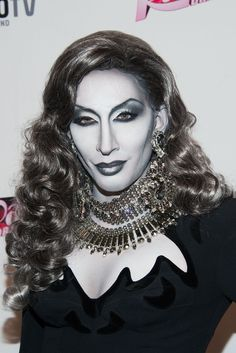 """THIS IS NOT A BLACK AND WHITE PHOTO! It's """"RuPaul's Drag Race"""" contestant Detox in some serious monochromatic makeup, and it's amazing!!!"""