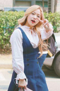 """she became an MC for """"Music Core"""" shortly after her debut 💖💖 Seulgi, Red Velvet Photoshoot, Red Velet, Rapper, Kim Yerim, Velvet Fashion, Airport Style, South Korean Girls, Kpop Girls"""