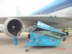 Airplane Humor, 747 Airplane, Venus, Jorge Martinez, Aviation Accidents, Bush Plane, Aircraft Engine, Civil Aviation, Aviation Art
