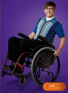 """Kevin McHale é """"Artie Abrams"""". Glee - Quartas 22H15  #GleeBR #SouGleek Confira conteúdo exclusivo no www.foxplay.com"""