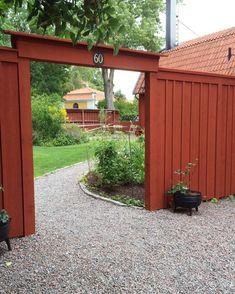 293 gilla-markeringar, 27 kommentarer – Susanne Eklund (Granne med Selma) på In… Backyard Fences, Garden Fencing, Garden Cottage, Home And Garden, Garden Structures, Garden Stones, Dream Garden, Garden Projects, Garden Inspiration