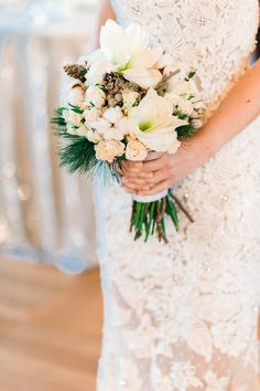 Glamouröse Winter Hochzeitsinspiration Photography:  Anna Zeiter  Flowers: deco4event Dress: Catharina Metzler Modedesignatelier