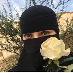 Image in Simply Covered💫🌸 collection by Shine ✨ Arab Girls, Muslim Girls, Muslim Couples, Muslim Women, Niqab Fashion, Muslim Fashion, Stylish Girls Photos, Girl Photos, Black Sisters