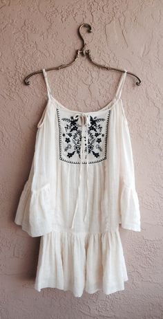 Off shoulder Gauze Black and Ivory embroidered Gypsy por BohoAngels, $120.00