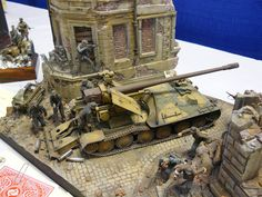 Diorama | Eigenbau ?; Panzertyp vielleicht Porschewanne (Sd.Kfz. 184), Selbstfahrlafette; Erbauer ist unbekannt. Maßstab 1:35 | Diorama, Kettenfahrzeug, Militär