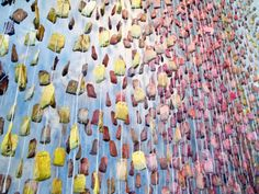 An installation of 3000 paint dipped tea bags called Tea Sunburst and is hidden in the back of a little store in town called Rolling Greens. Tea Bag Art, Tea Art, Paint Dipping, Tea Packaging, Tea Gifts, Land Art, Fabric Art, Installation Art, Art Installations