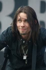 Myles kennedy... Amazing voice. Great stage presence!