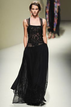Negro, transparencia femenina etérea Alberta Ferretti Spring 2014 Ready-to-Wear Collection