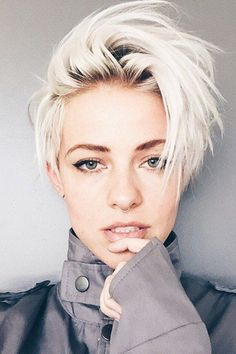 cool short pixie blonde hairstyle ideas 106 fashion best 40 blonde hairstyle inspirations from our favourite cute short blonde pixie … Short Cropped Hair, Short Hair Cuts, Short Hair Styles, Short Pixie, Pixie Cuts, Short Bleached Hair, Wavy Pixie, Messy Pixie, Messy Bob