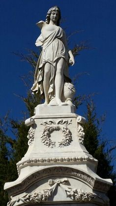 Another beautiful statue in the Oakland Cemetery ... my photo 3-14