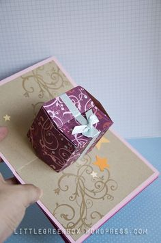 Pop up gift box