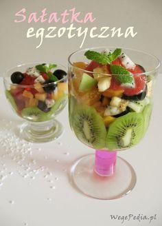 Sałatka z owoców egzotycznych z sosem truskawkowo-rumowym Fruit Salad, Food, Fruit Salads, Meal, Essen, Hoods, Meals, Eten