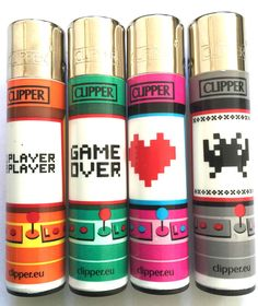 4 x *GENUINE* CLIPPER LIGHTERS RETRO 80 s SPACE INVADERS GAME DESIGN LIGHTER