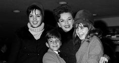 Judy Garland\'s Children to Reunite for \'Wizard of Oz\' Oscars Tribute