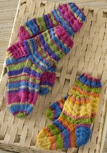 Nice video instruction for Colorful Knit Kids Socks Knitting Pattern Knitted Socks Free Pattern, Kids Knitting Patterns, Crochet Socks, Knitting For Kids, Crochet For Kids, Knitting Socks, Free Knitting, Baby Knitting, Crochet Patterns