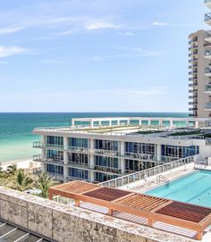 Carillon Miami Wellness Resort : Miami Beach, Estados Unidos : The Leading Hotels of the World Miami Beach Hotels, Honeymoon Hotels, South Beach Miami, Florida Hotels, Miami Florida, Rooftop Pool, Swimming Pools Backyard, Hotels And Resorts, Best Hotels