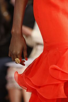 great color, ruffles, ring