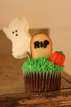 Halloween cupcake idea, could make without ghost