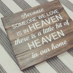 "Letrero ""Because Someone We Love Is In Heaven There Is A Little Bit Of Heaven In Our Home"""