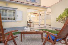 Essa maravilhosa casa geminada surpreende por fora e por dentro!