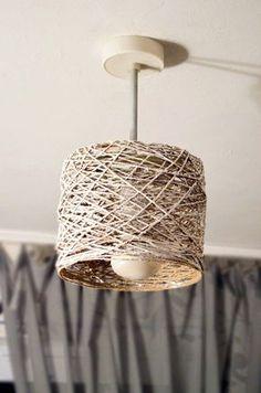 Веревочная люстра Diy Home Crafts, Diy Home Decor, Diy Para A Casa, Luminaire Original, Lampe Art Deco, Lampshade Designs, Homemade Art, Beaded Chandelier, Wood Lamps